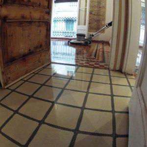 Pulidores suelos de azulejos hidráulicos / baldosas hidráulicas en Barcelona