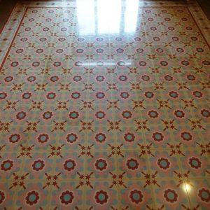 Mosaico hidráulico restaurado y pulido