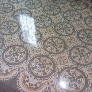 Pulido mosaico hidráulico antiguo